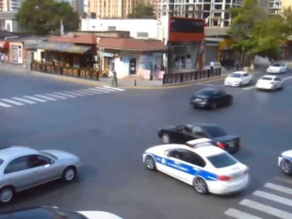"""Bakıda """"avtoş"""" polisləri arxasına salıb şəhəri bir-birinə qatdı"""
