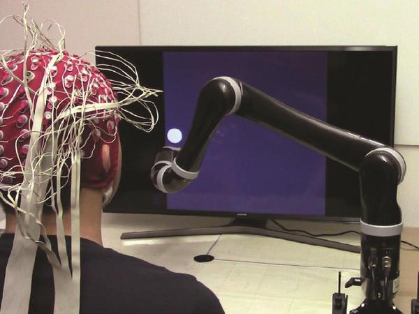 Zehinlə idarə edilə bilən robot qol