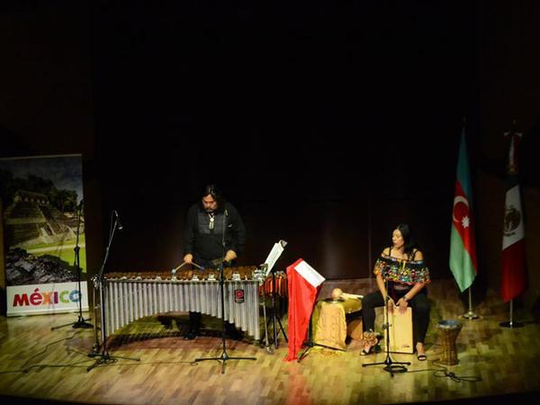 """Beynəlxalq Muğam Mərkəzində Meksika abu-havası ilə marimba musiqisi - <span class=""""color_red""""> FOTO</span>"""