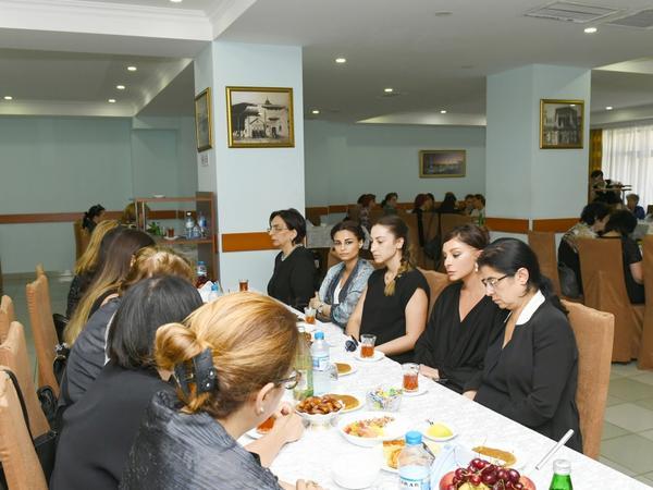 Birinci vitse-prezident Mehriban Əliyeva görkəmli alim Şirməmməd Hüseynovun hüzr mərasimində iştirak edib - FOTO