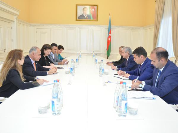 Baş nazirin müavini Əli Əhmədov BMT-nin Dövlət Xidmətləri Forumunun iştirakçıları ilə görüşüb - FOTO