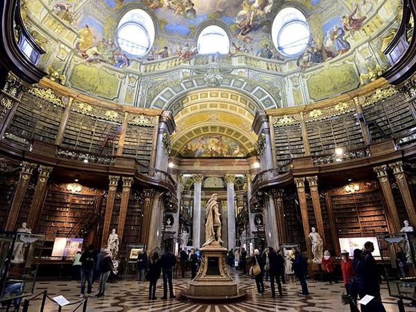 "7,5 milyon kitaba sahib 800 min illik kitabxana - <span class=""color_red"">FOTO</span>"