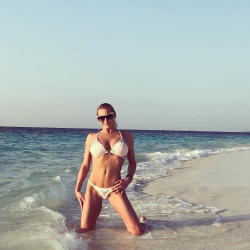 """Bikinili şəklini paylaşıb, """"Səni sevirəm, əzizim"""" yazdı - FOTO"""