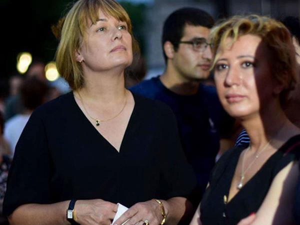 """Saakaşvilinin xanımı Tbilisidə aksiyaya qoşuldu - <span class=""""color_red"""">FOTO</span>"""
