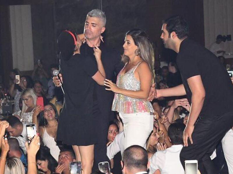 Özcan Dəniz qadınların hücumuna məruz qalıb - FOTO