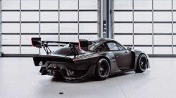 Porsche rənglənməmiş 935 modelini təklif edir - FOTO