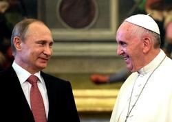 Putinlə Roma papası bir-birinə hədiyyə verdi
