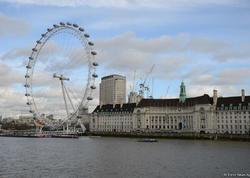 Londonda gəmi Vestminster körpüsünə çırpıldı