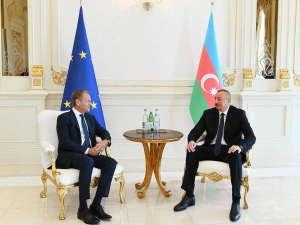 Aİ-Azərbaycan: strateji tərəfdaşlığın aktual aspektləri Tuskun səfəri fonunda