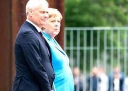 Üçüncü dəfə titrəmə tutan Merkeldən açıqlama