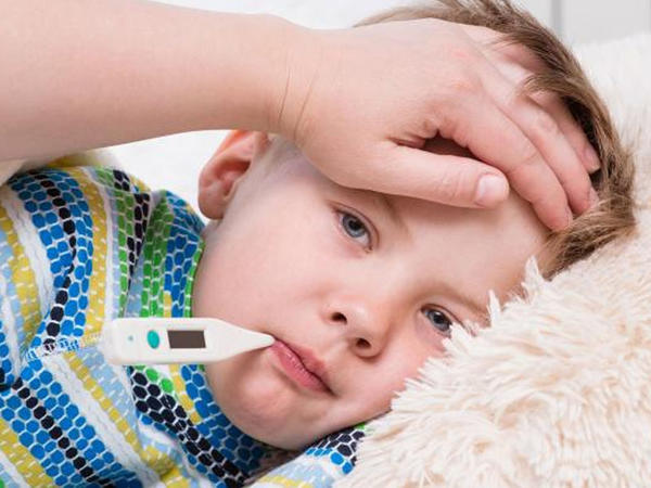 """Bu virus qızdırma, səpgi, ishal yaratsa da, antibiotik OLMAZ! – <span class=""""color_red"""">Pediatrdan  XƏBƏRDARLIQ    </span>"""