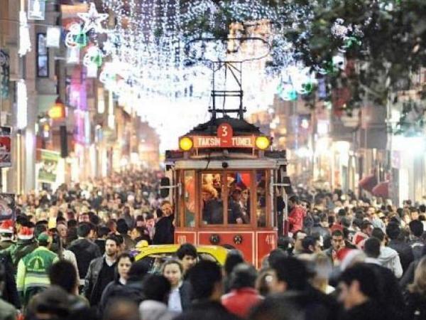 Bu ilin ilk beş ayında İstanbulu rekord sayda turist ziyarət edib