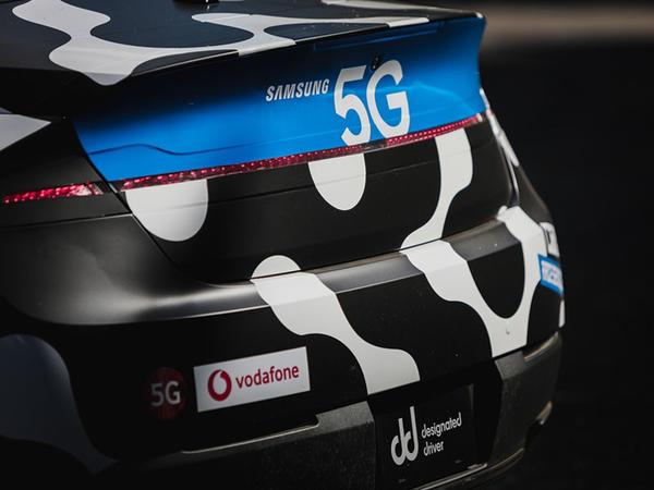 """Distansiyalı """"5G"""" idarəetməli ilk avtomobil yaradılıb"""