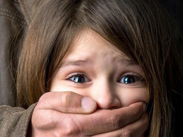 """Pedofillərin çoxalmasında günahkar kimdir? – <span class=""""color_red""""> PSİXOLOQ DANIŞIR</span>"""