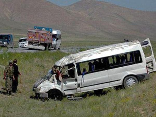 SON DƏQİQƏ! Şəkidə turistləri aparan mikroavtobus qəzaya uğradı