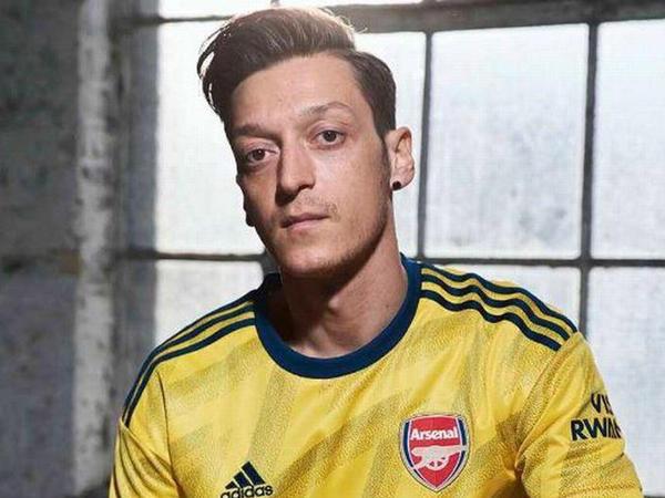 """""""Arsenal"""" 90-cı illərə """"qayıtdı"""" - FOTO"""