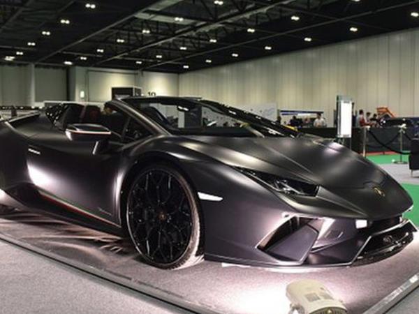 """Ata-oğul saxta """"Lamborghini"""" və """"Ferrari"""" avtomobillərini istehsal etməkdə ittiham edilir"""