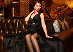 """Azərbaycanlı aparıcı bikinidə qaralan bədənini göstərdi: <span class=""""color_red"""">Deyirlər kişilər məndən... - FOTO</span>"""