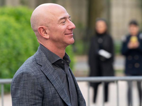 """Ceff Bezos niyə """"Blue Origin""""ə böyük pullar ötürür?"""