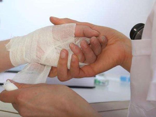 Qazaxda 35 yaşlı kişi damarlarını kəsdi