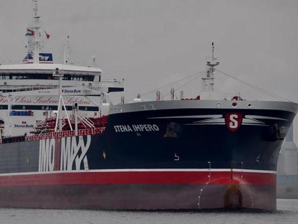 İran tankeri saxlamaqla təhlükəli yol seçir - FOTO