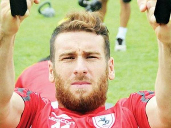 """Klub prezidentinin mühafizəçisi futbolçunu vəhşicəsinə döydü - <span class=""""color_red"""">FOTO</span>"""