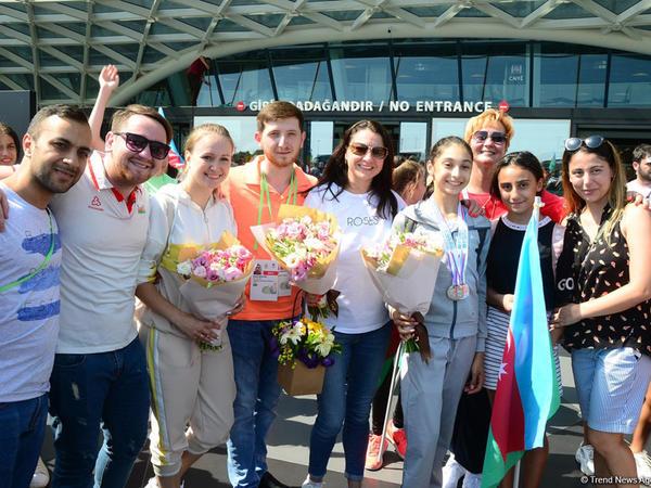 """Moskvada bədii gimnastika üzrə dünya çempionatında 2 medal - <span class=""""color_red"""">İdmançılarımızın qarşılanması - FOTO</span>"""