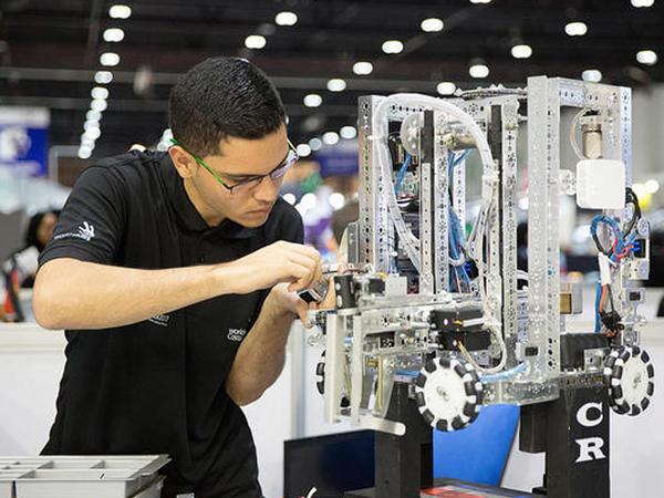 50-dən artıq məktəbdə robototexnika kursu yaradılacaq