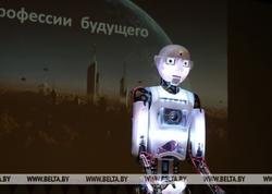 Robot məktəblilər üçün açıq dərs keçib