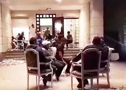 Tərəfdarları Atambayevi belə qoruyurlar - VİDEO