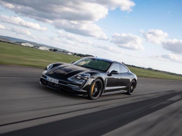 Porsche Taycan 26 dəfə 200 km/saata sürətlənib - VİDEO