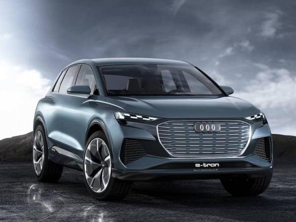 Audi Q4 modelinin alıcıları fənərlərin naxışını seçə bilərlər - FOTO