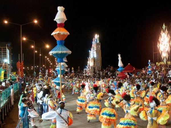 Havananın 500 illik yubileyinə həsr olunmuş karnaval yürüşləri başladı