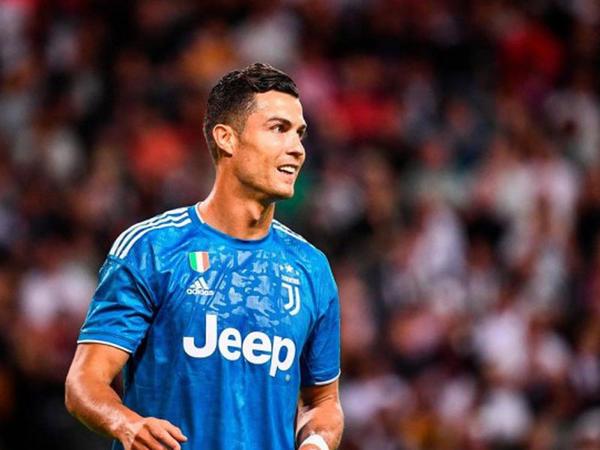 """Ronaldo: """"İndi futbolçular heç nə etmədən 100 milyon avroya satılırlar"""""""