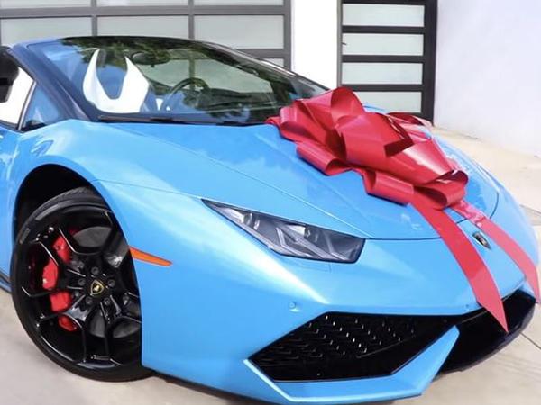 Youtube, dostuna Lamborghini hədiyyə etdi - VİDEO