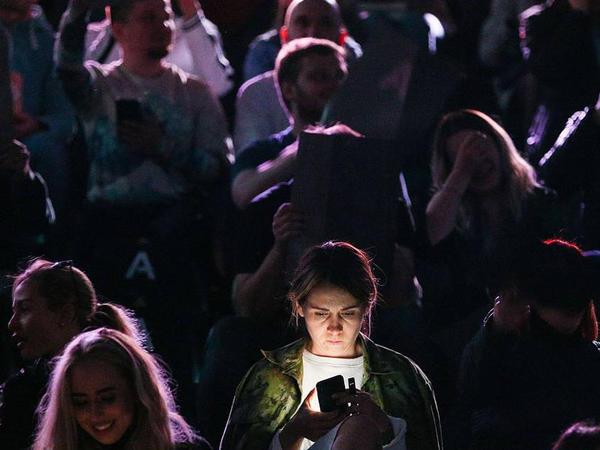 Smartfonların beynin aktivliyinə təsiri araşdırılıb
