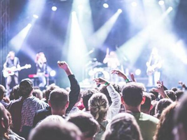 Konsert vaxtı sıxlıqdan 5 nəfər öldü