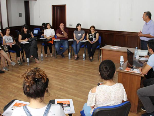 """Araşdırmaçı jurnalistlər üçün """"Təhlükəsiz tədqiqat"""" seminarı təşkil edildi - <span class=""""color_red"""">FOTO</span>"""