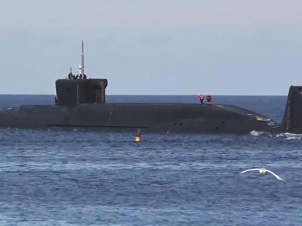 Rusiya sualtı qayıqlardan ballistik raketlər buraxıb