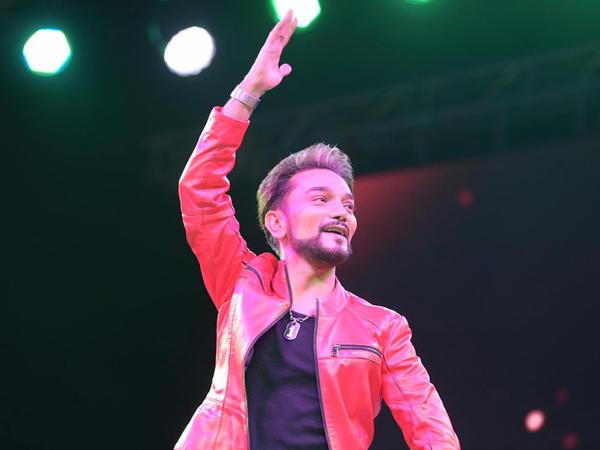 Heydər Əliyev Mərkəzinin parkında Faiq Ağayevin konserti keçirilib - FOTO