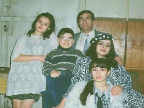 """Şəlalə, Məsmə, Aynur və Arif Quliyev - <span class=""""color_red"""">1998-ci ilin FOTOLARI</span>"""