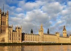 Böyük Britaniya parlamentinin fəaliyyəti dayandırıldı