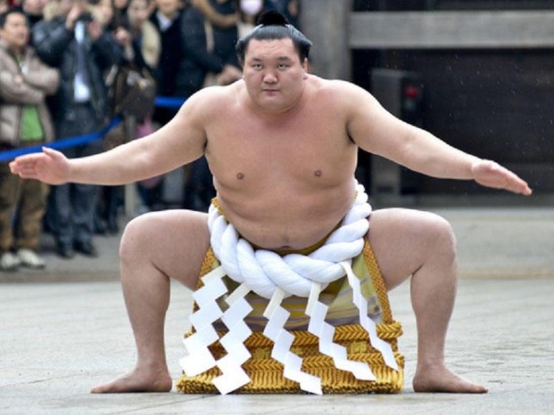 Ən böyük sumo çempionu Yaponiya vətəndaşlığı aldı