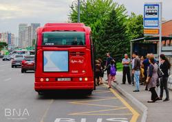 """Bakıda hərəkətə mane olan daha bir avtobus dayanacağının yeri dəyişdirildi - <span class=""""color_red"""">FOTO</span>"""