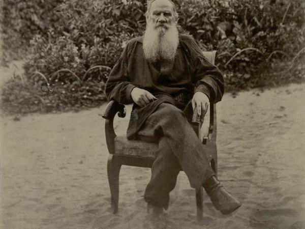 Tolstoyun qərənfil sevgisi