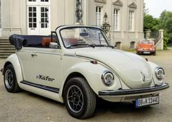 Volkswagen klassik Beetle modelini elektrokara çevirib - FOTO