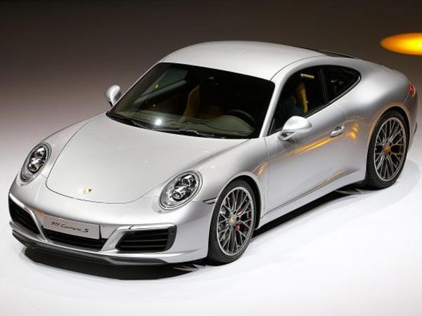 Porsche 911 ilin ən gəlirli maşını adlanıb