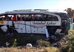 """Türkiyədə sərnişin avtobusu aşdı: <span class=""""color_red"""">1 ölü, 40 yaralı</span>"""