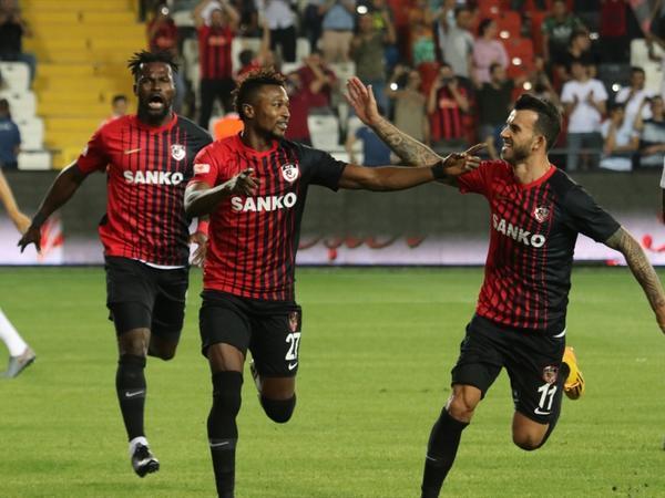 """&quot;Beşiktaş&quot; həvəskarları, yaxın oturun - <span class=""""color_red"""">5 qol, 3 qırmızı vərəqə - VİDEO - FOTO</span>"""