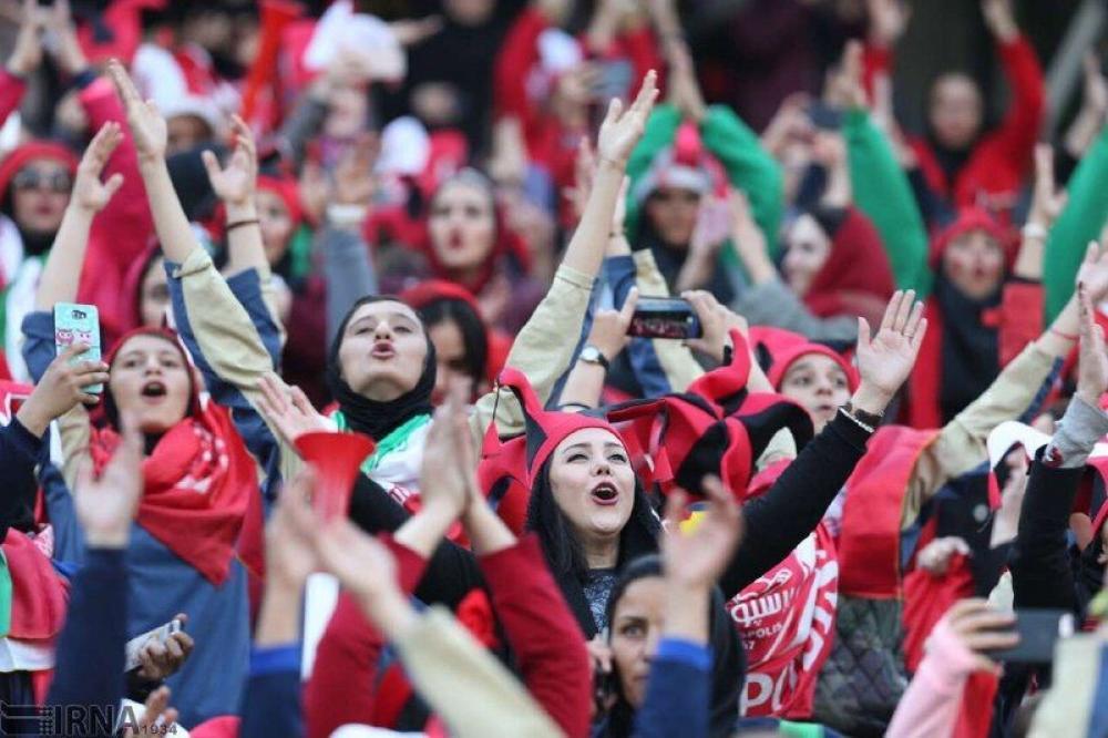 İranda qadınların stadionda futbol izləmələrinə icazə verildi
